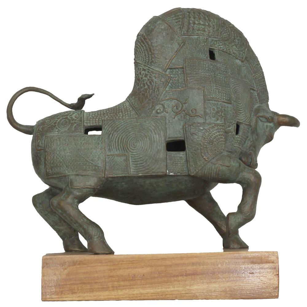 Kiran Shigwan bull sculpture